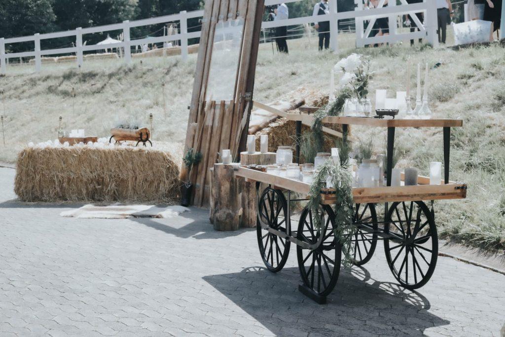 TRAMARK Marktwagen im ländlichen Ambiente zur Hochzeit